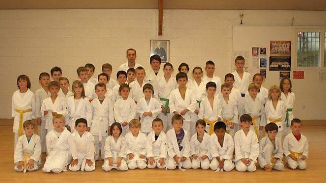 une-saison-prometteuse-pour-le-karate-club-de-larguenon